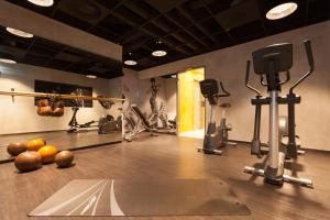 Het fitnesscentrum en/of fitnessfaciliteiten van Vienna House Easy Osnabrück