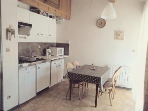 Cuisine ou kitchenette dans l'établissement Val des thermes - Hyper-centre AX