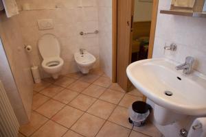 A bathroom at Albergo Da Angela