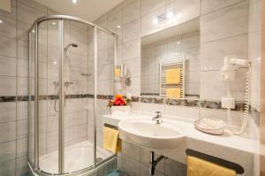 Ein Badezimmer in der Unterkunft Hotel Landhof Simeter
