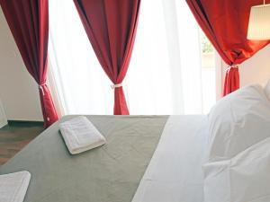 A bed or beds in a room at Bio Hotel Palermo