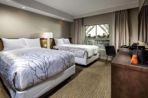 A bed or beds in a room at Hotel Aventura