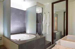 Ein Badezimmer in der Unterkunft Sixtytwo Hotel