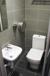 A bathroom at Hoho Hostel