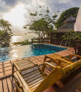 The swimming pool at or close to Koh Jum Resort