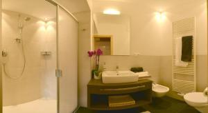 A bathroom at Apartments Rezia