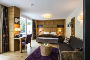 A seating area at Hotel Fliana Ischgl