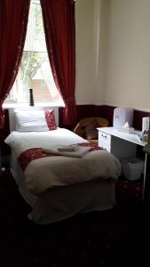 A bed or beds in a room at Mill Dam Guest House