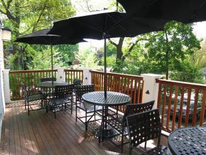 A balcony or terrace at Longwood Inn