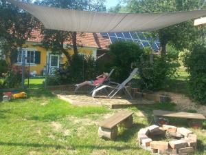 Ein Garten an der Unterkunft Ferienhaus Planetz