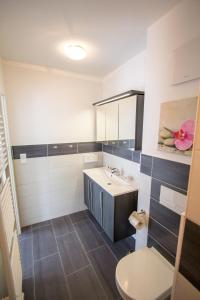 Ein Badezimmer in der Unterkunft Apartmenthaus Am Fließ