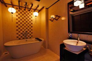 Ein Badezimmer in der Unterkunft Long Life Riverside Hotel