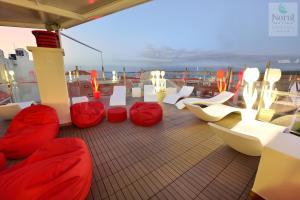 The lounge or bar area at Hotel Norat Marina & Spa 4* Superior