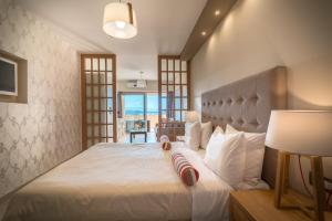 A bed or beds in a room at Balcony Hotel