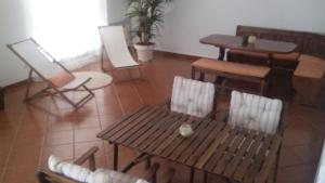 A seating area at Casa do Pinheiro