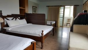 A bed or beds in a room at Hualien Bay