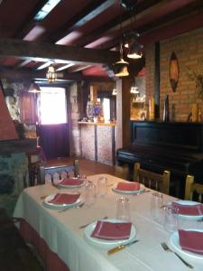 Un restaurante o sitio para comer en La casa de castillo