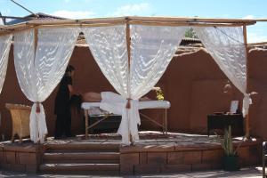 Um restaurante ou outro lugar para comer em Hotel Poblado Kimal
