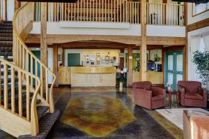 The lobby or reception area at Lakeview Inns & Suites - Okotoks