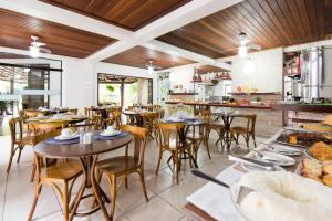 A restaurant or other place to eat at Hotel Eco Atlântico