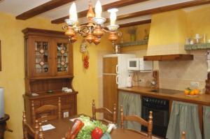 Una cocina o zona de cocina en Casa Rural Nuri de Rei A y B