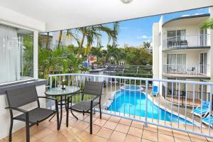 A view of the pool at Beachside Mooloolaba or nearby