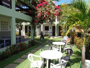 Um restaurante ou outro lugar para comer em Pousada Costa do Sol
