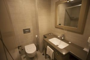A bathroom at Giresun Sedef Hotel