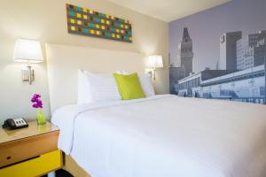 A bed or beds in a room at Inn at Temescal