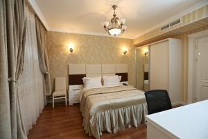 Cama ou camas em um quarto em Old Street Boutique Hotel