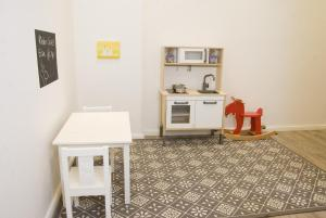 A kitchen or kitchenette at Family Apartments Mitte