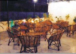 Ein Restaurant oder anderes Speiselokal in der Unterkunft Holy City Golden Temple
