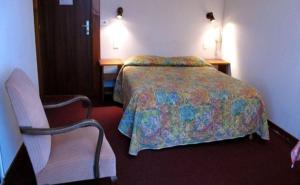 Un ou plusieurs lits dans un hébergement de l'établissement Hotel Restaurant - Acacias Bellevue