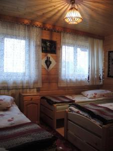 Łóżko lub łóżka w pokoju w obiekcie Pokoje u Tosi i Czesia
