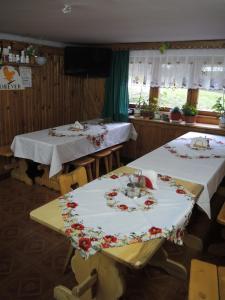 Restauracja lub miejsce do jedzenia w obiekcie Pokoje u Tosi i Czesia