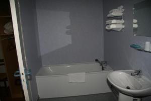 A bathroom at Au Bon Sejour