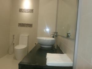 A bathroom at Samalaju Resort Hotel