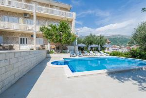 The swimming pool at or close to Villa Tomasovic with pool in Podstrana