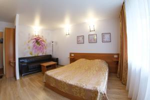A bed or beds in a room at Sputnik Hotel