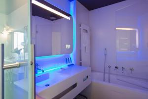 A bathroom at Hotel Londra - Firenze