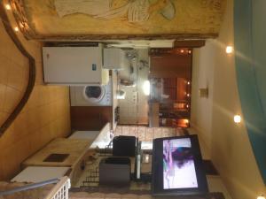 Cuisine ou kitchenette dans l'établissement Downtown Apartments Otakara Yarosha str