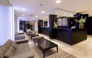 Лобби или стойка регистрации в Business Hotel