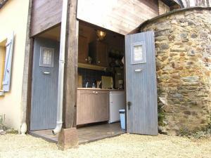 A kitchen or kitchenette at Moulin Du David