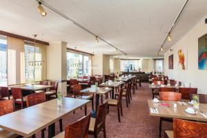 A restaurant or other place to eat at Novum Hotel Graf Moltke Hamburg