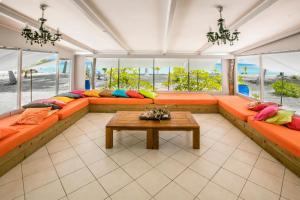 A seating area at Fafarua Ile Privée Private Island