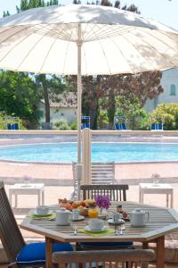 The swimming pool at or near Résidence Domaine De Caranella