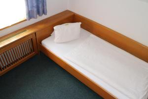 A bed or beds in a room at Pension Alt-Strassgang