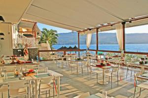 A restaurant or other place to eat at Samos Bay Hotel by Gagou Beach