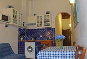 A kitchen or kitchenette at Max Apartments