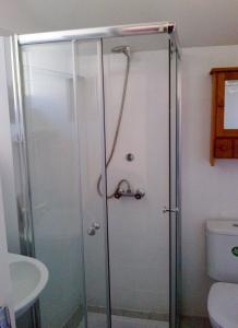 A bathroom at Maison Individuelle Les Templiers